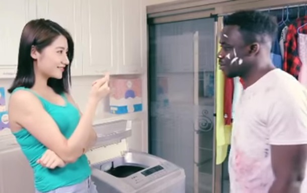 Найбільш расистська реклама у світі  з Китаю викликала скандал