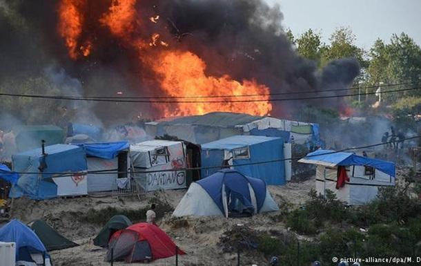При драке в лагере беженцев в Кале пострадали 40 человек