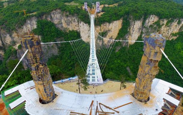 В Китае построили самый длинный стеклянный мост