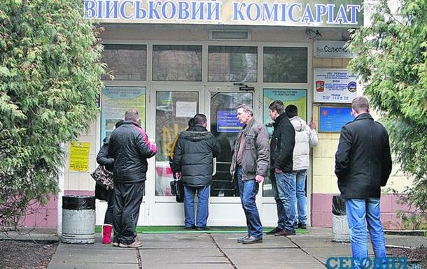 В Киеве парень выпрыгнул с третьего этажа военкомата