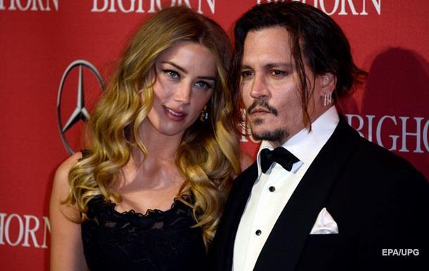 Джонні Депп зламав руку під час сварки з дружиною - ЗМІ