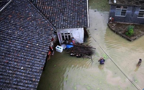 Ливень в Китае затопил город