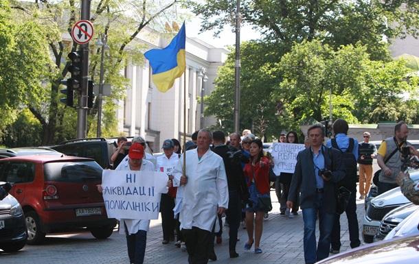 Врачи на марше. Как медики из Сумщины устроили пеший протест