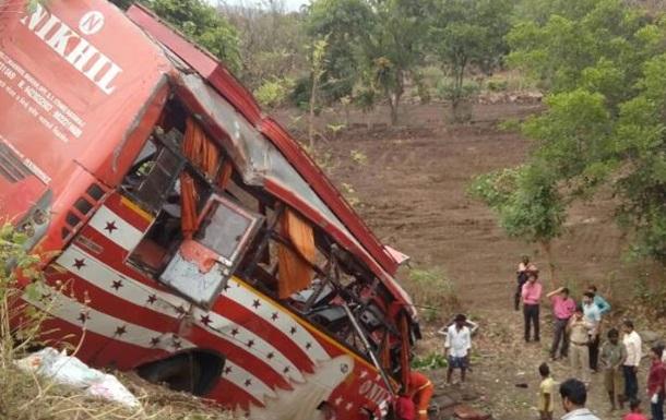 ДТП с автобусом в Индии: 17 погибших