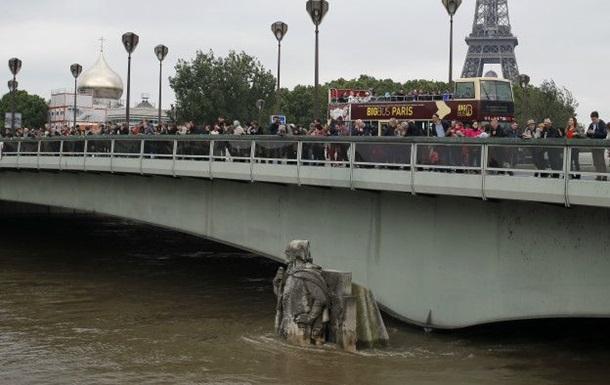Уровень воды в парижской Сене идет на спад