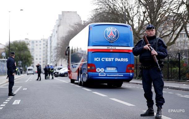 Во Франции неизвестные обстреляли туристический автобус
