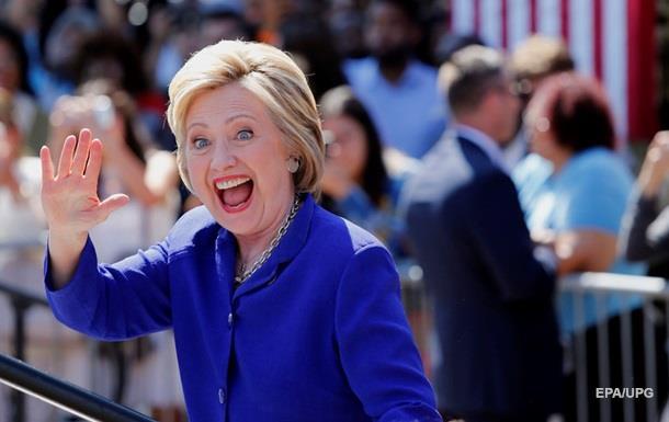 Клинтон набрала нужное количество голосов для выдвижения в президенты - СМИ