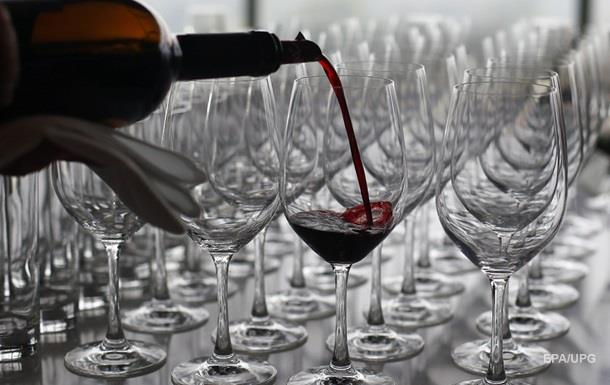 Большие бокалы посчитали причиной алкоголизма