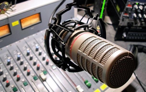Радіо зобов яжуть ставити гімн двічі на день