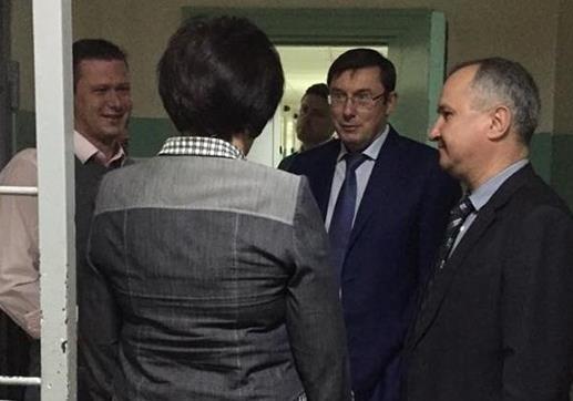 Луценко провел экскурсию в «несуществующий» изолятор в СБУ