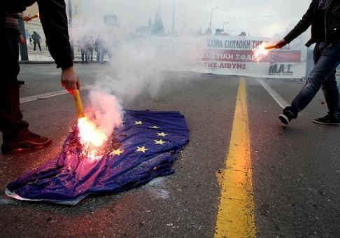 Почему ЕС теряет популярность среди европейцев?