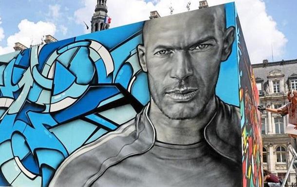 Футбольний стріт-арт на вулицях Парижа