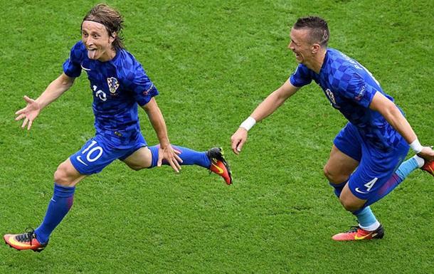 Хорватський уболівальник відсвяткував гол Модрича разом з командою