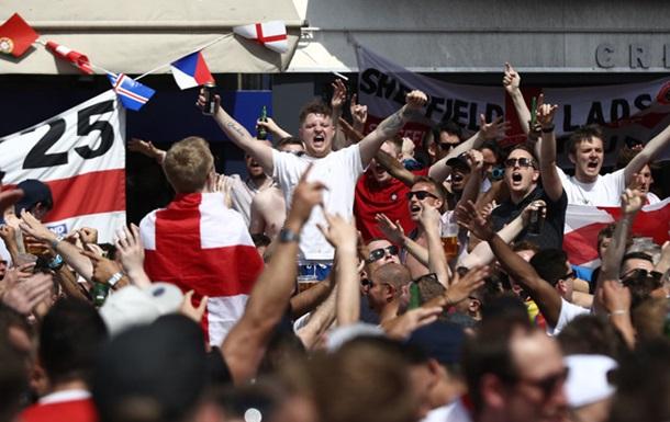 Два англійських фанати отримали тюремний термін