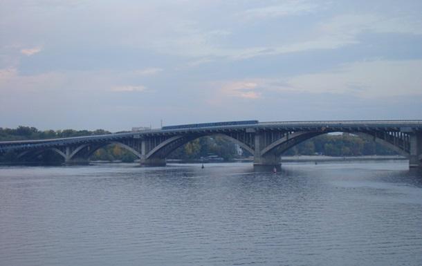 В Киеве частично перекроют движение вдоль Южного и моста Метро