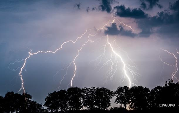 На Харьковщине от удара молнии погиб ребенок