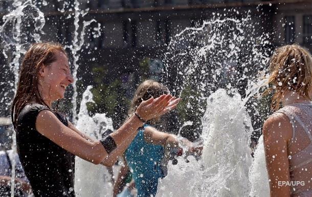 Кличко пообещал запустить еще четыре фонтана на Русановской набережной