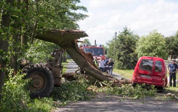Ураган в Польше унес жизни четырех человек
