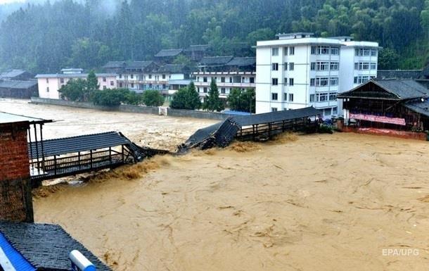 400 тисяч людей евакуйовано в Китаї через повені
