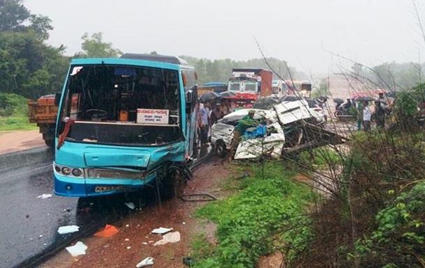 В Індії в ДТП загинуло восьмеро школярів, 12 поранені