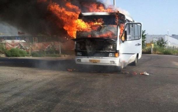 В Одессе на ходу сгорела маршрутка