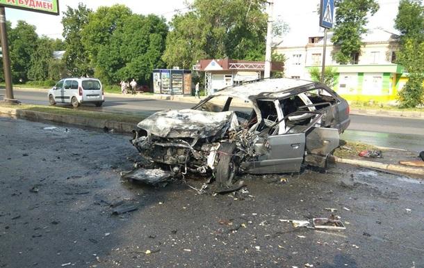 В Харькове при аварии сгорело авто