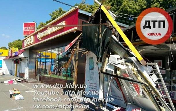 В Киеве при сносе МАФов не тронули киоск Roshen