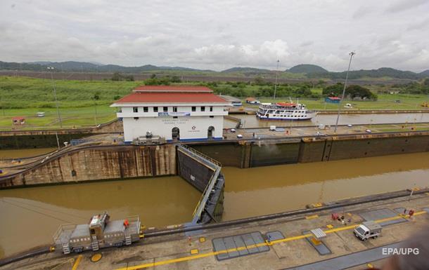 У районі Панамського каналу зіткнулися судна, є постраждалі - ЗМІ