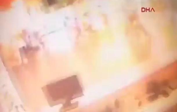 Взрыв в аэропорту Стамбула: видео