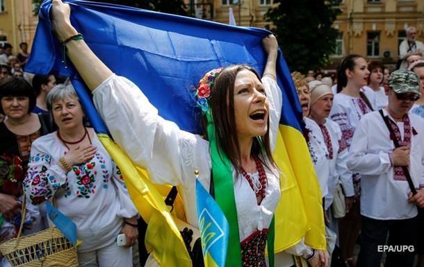 В Донбассе открыли дело за сломанное древко флага