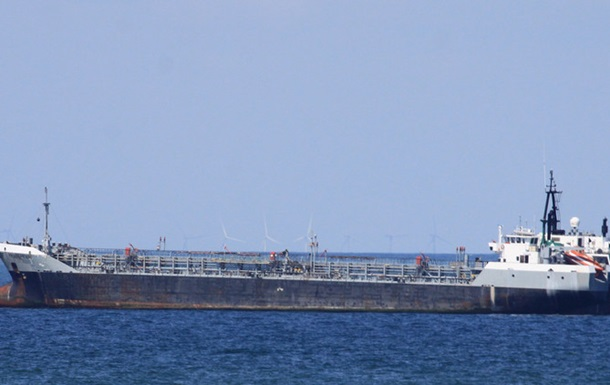 Арест танкера в Ливии: на борту пятеро украинцев