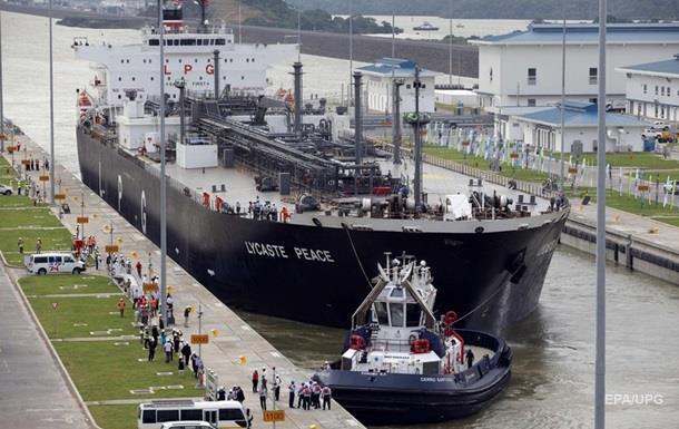 Судно заплатить за прохід по Панамському каналу $ 829 тисяч