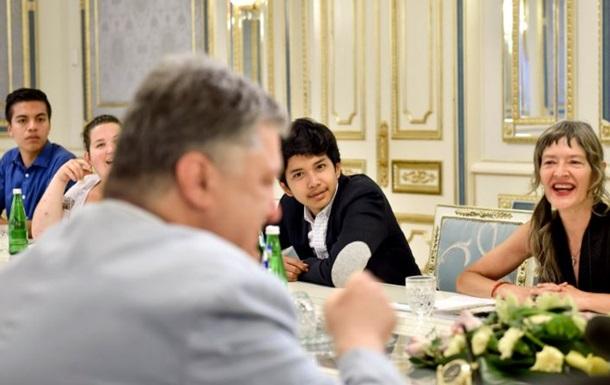 Порошенко предложил детям ЛДНР учить английский
