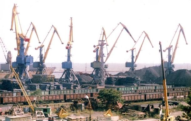 Мариупольский порт снизил на треть перевалку грузов