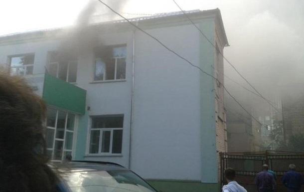 В центре Ровно загорелась стоматполиклиника