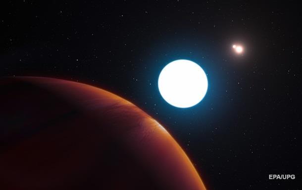 Знайдена планета з трьома сонцями