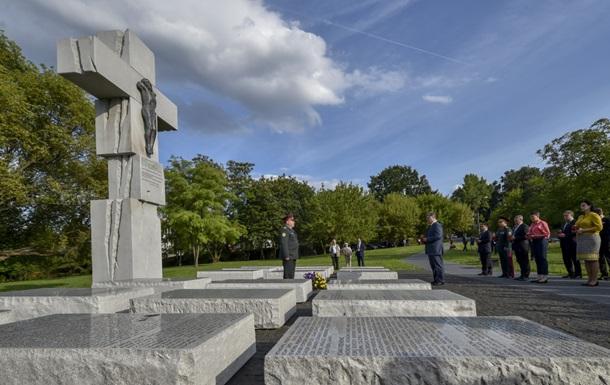 Порошенко вшанував пам ять жертв Волинської трагедії