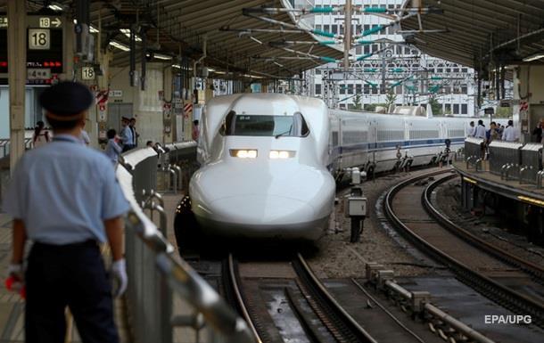 Зливи в Японії призвели до зупинки швидкісних поїздів