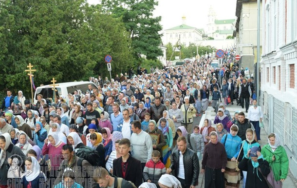 УПЦ проводит гигантский крестный ход: фото