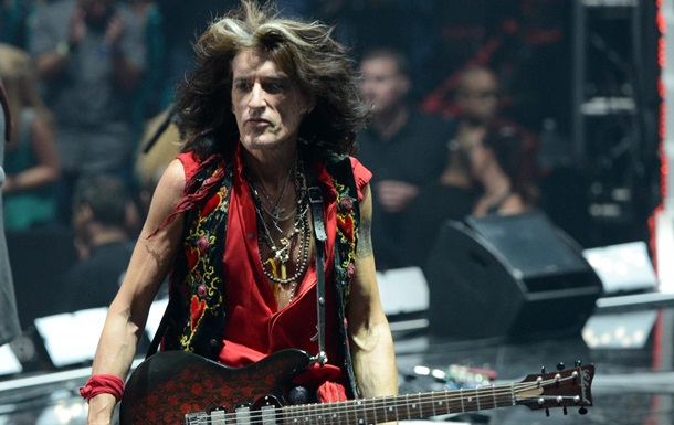 Гитариста Aerosmith госпитализировали во время концерта