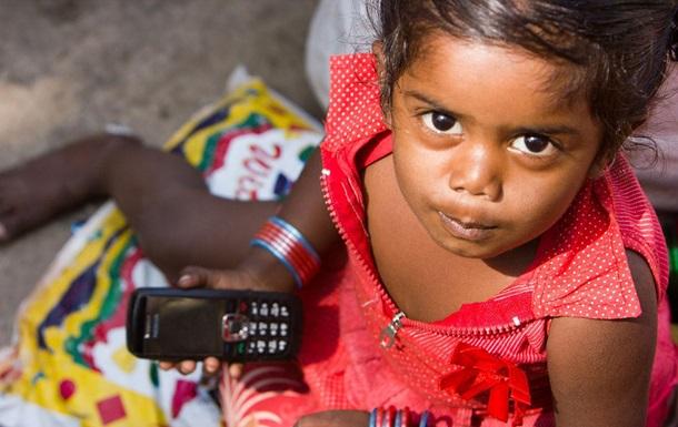 Все смартфоны в Индии оборудуют тревожной кнопкой