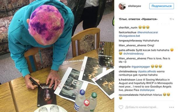 Таможенники Беларуси открестились от автографов RHCP на дисках Metallica