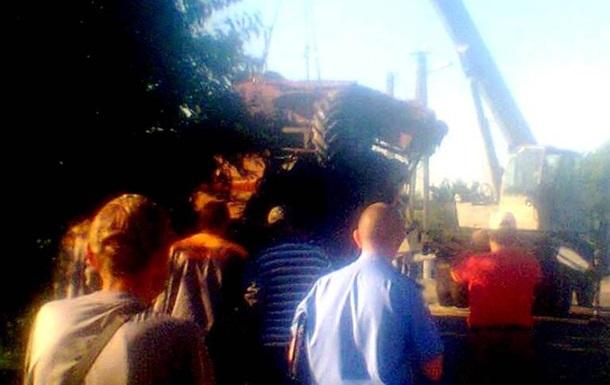 Под Одессой с моста упал комбайн: двое погибших