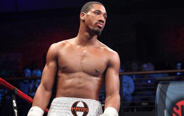 Молодий чемпіон загрожує повалити легенд боксу