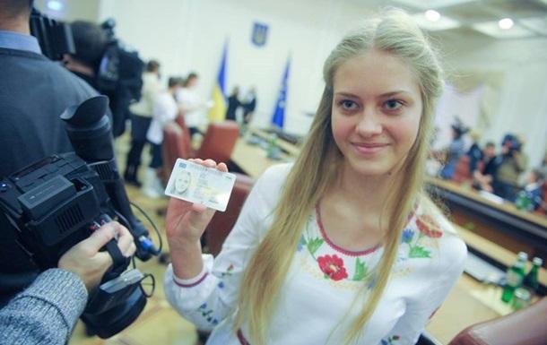 В Украине полномасштабно начнут выдавать новые паспорта в виде ID-карты