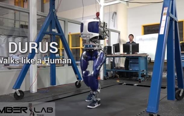 Робота научили человеческой походке