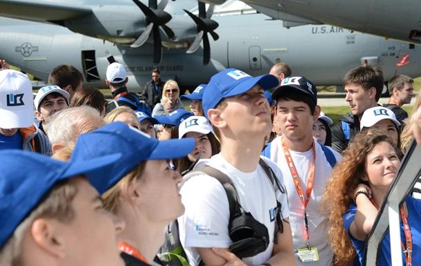 Борис Колесников с сотней лучших молодых авиаторов посетил Фарнборо-2016 в Великобритании