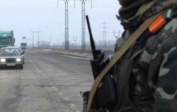 На Донбассе обстреляли два пункта пропуска, ранен пограничник
