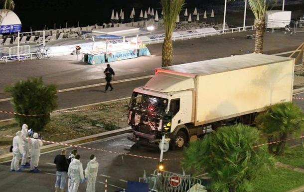 СМИ назвали имя устроившего теракт в Ницце