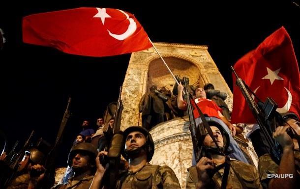 Путч у Туреччині: 60 загиблих, понад 300 затриманих
